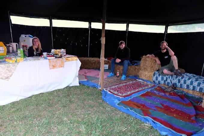 Aufstand-Orgas machen eine Pause im Teezelt - Foto: NAJU BW